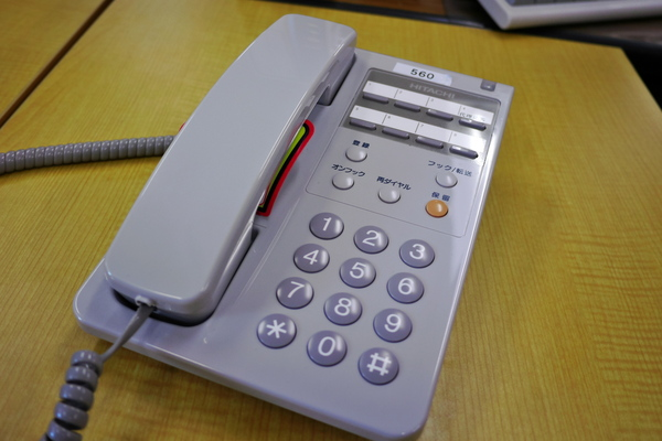 受話器を置くR01.jpg