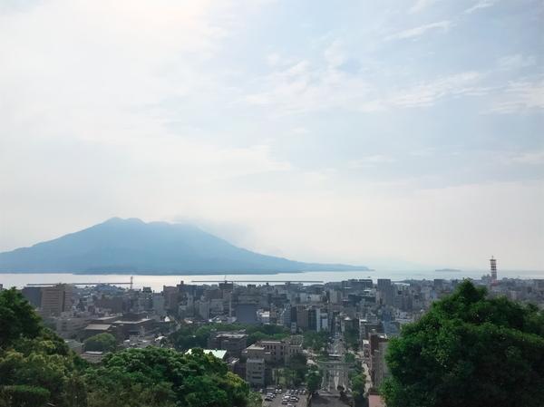 桜島と鹿児島市街R01.jpg